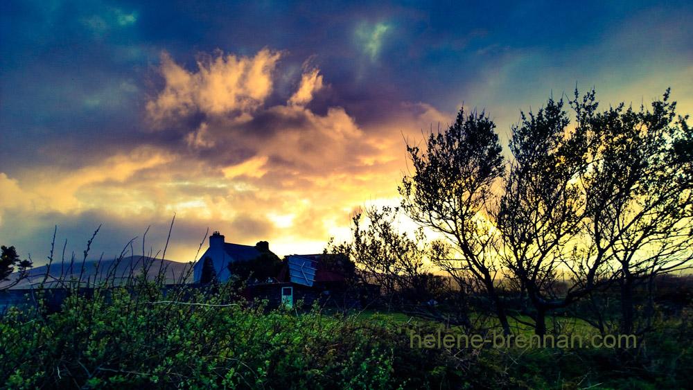 farmhouse-sunset-emlagh_e4e8510961b34686b7d643e18894a191