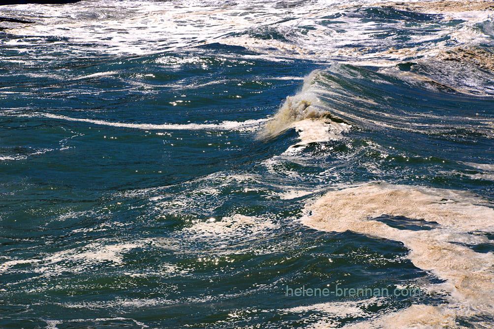 Turbulent sea _8176-