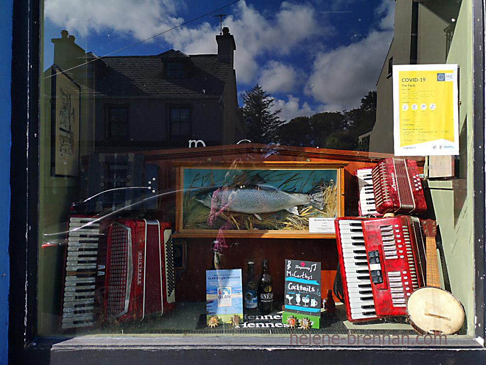 Dingle Town pub window_092840-2