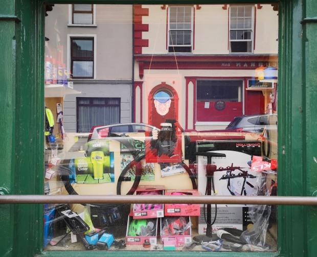 dingle town shop window_152635